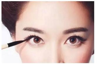 割双眼皮后多久可以化妆