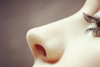 假体隆鼻安全性高吗