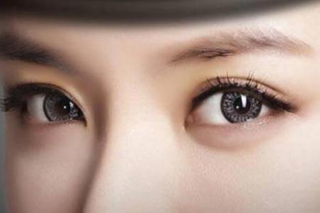天生肿眼泡做眼部抽脂可以改善吗